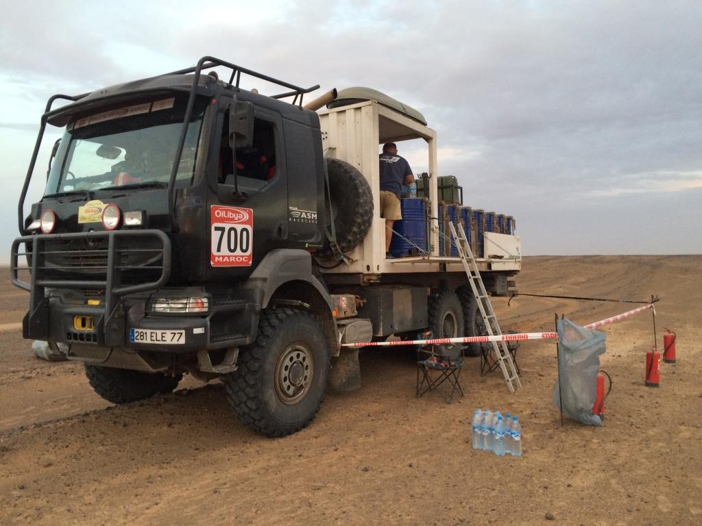 camion-ravitaillement-essence-maroc-2016