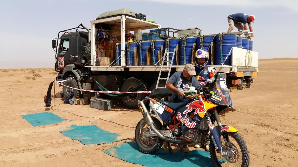 ravitaillement-essence-rally-maroc-2016